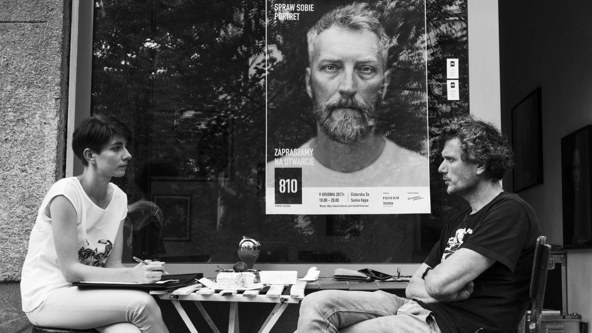 Portret rodzinny na 100-lecie odzyskania niepodległości – rozmowa z portrecistą Filipem Ćwikiem